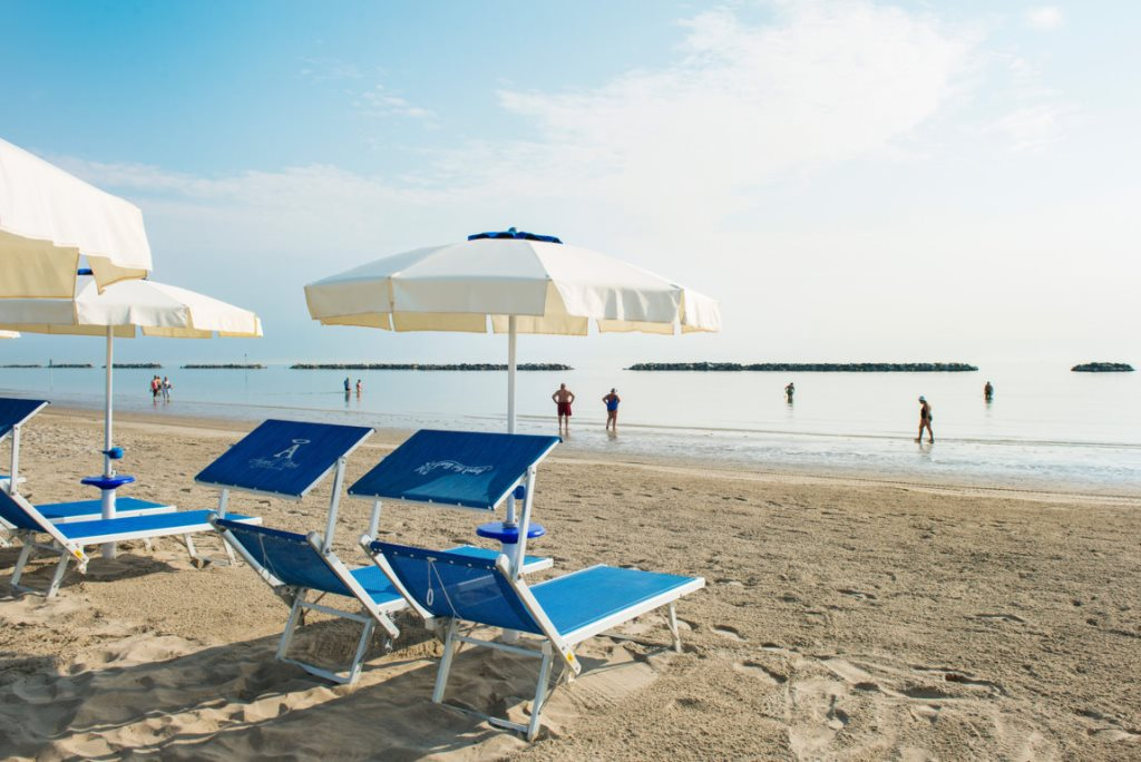 A mare beach bagno angeli neri a mare beach - Bagno giorgio cesenatico ...