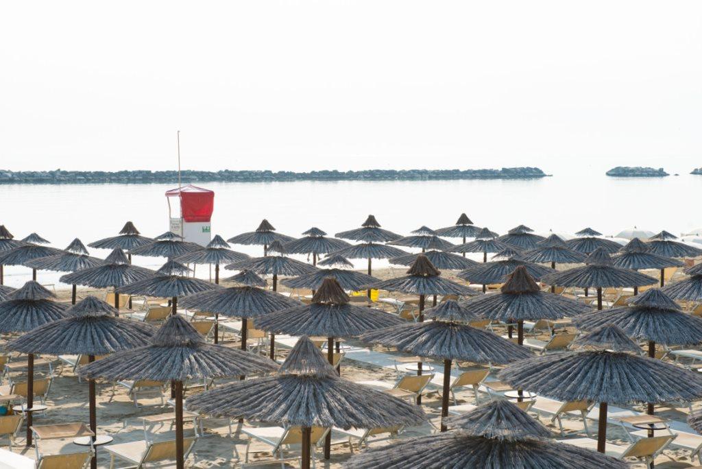 A mare beach bagno bahama a mare beach - Bagno riviera cesenatico ...