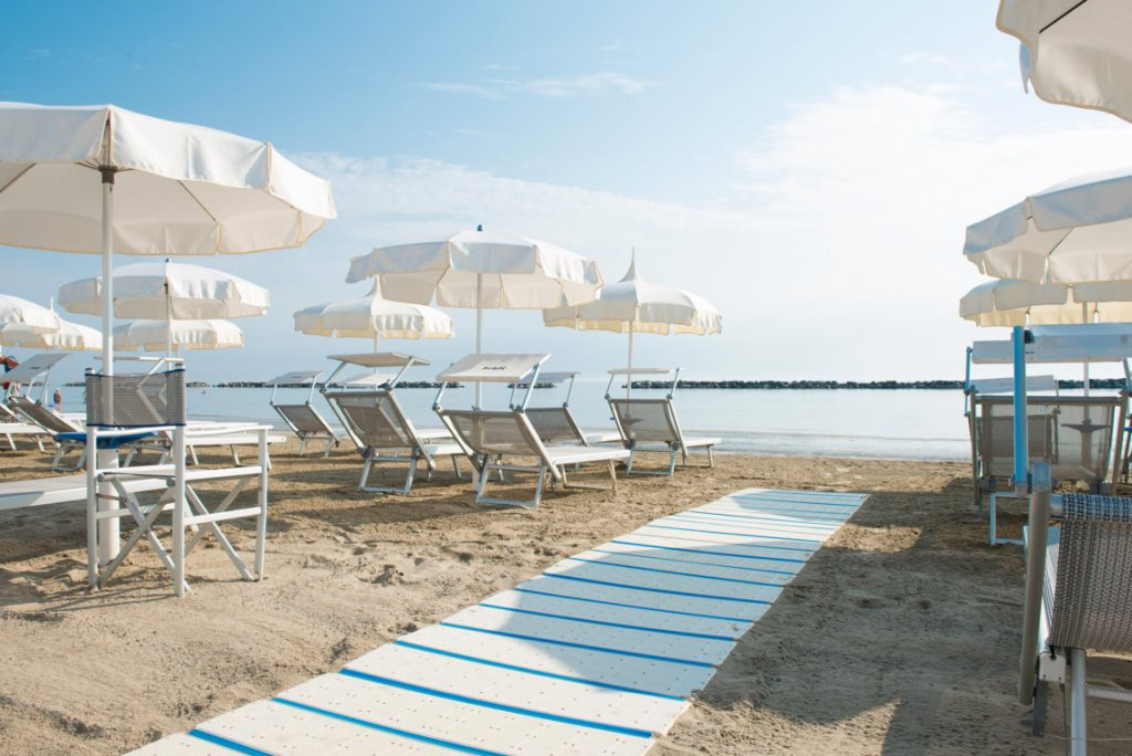 A mare beach bagno selene a mare beach - Bagno riviera cesenatico ...